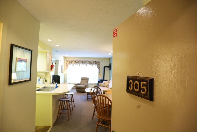 Inns of Waterville Valley one bedroom condo next door to Town Square!, holiday rental in Waterville Valley