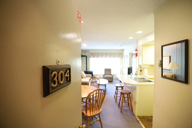 Inns of Waterville Valley one bedroom sleeping 4 - walking distance to Town Squa, holiday rental in Waterville Valley