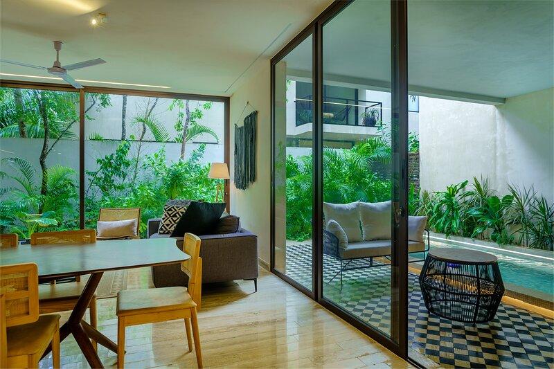 Stunning garden apartment with huge plunge pool, alquiler de vacaciones en Tulum Beach