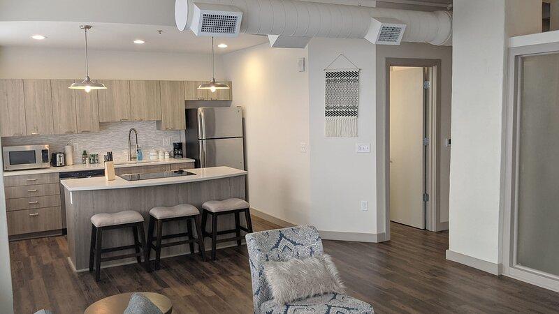 Modern 1BR in Wichita + Parking, holiday rental in Towanda