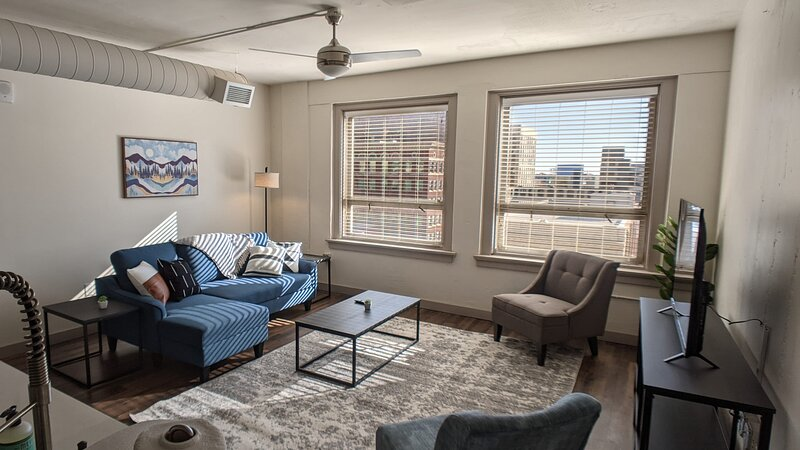 Gorgeous 1BR with Gym and Pool, holiday rental in Towanda