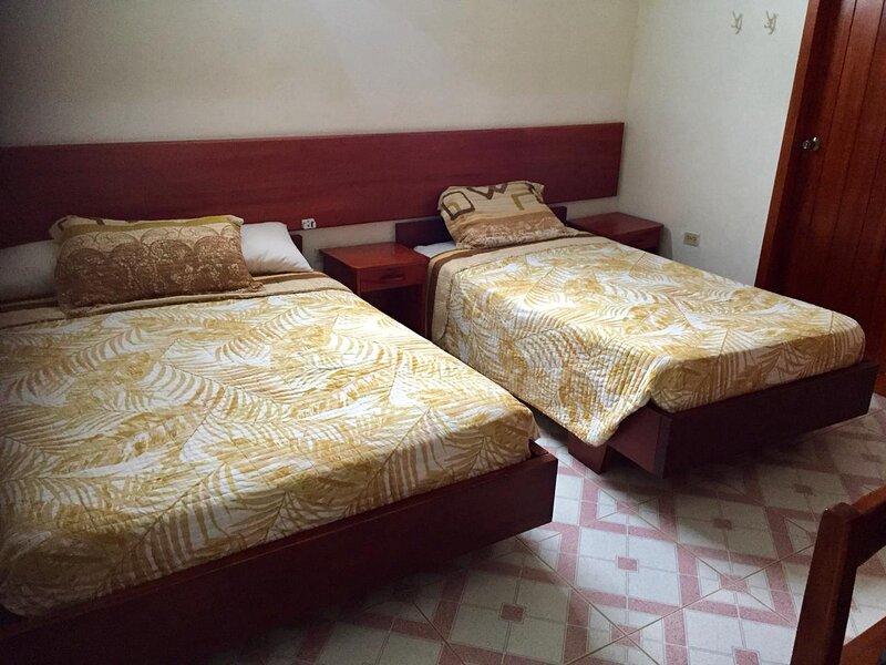 Galapagos small town room with free bikes, casa vacanza a Santa Cruz