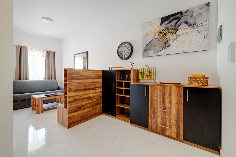 Modern 1BR Apartment steps from the Promenade, holiday rental in Ta' Xbiex