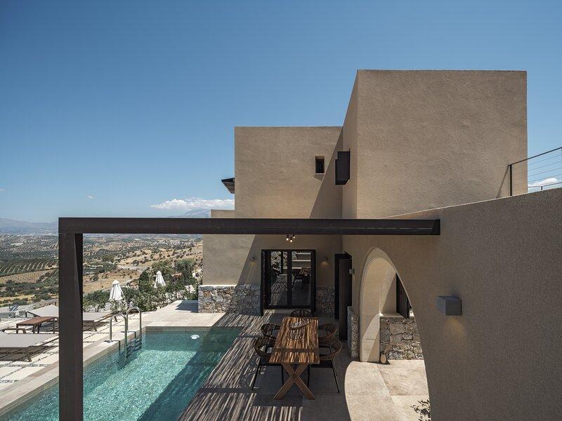 Askianos Luxury Villa II, a Divine Sanctuary, holiday rental in Listaros