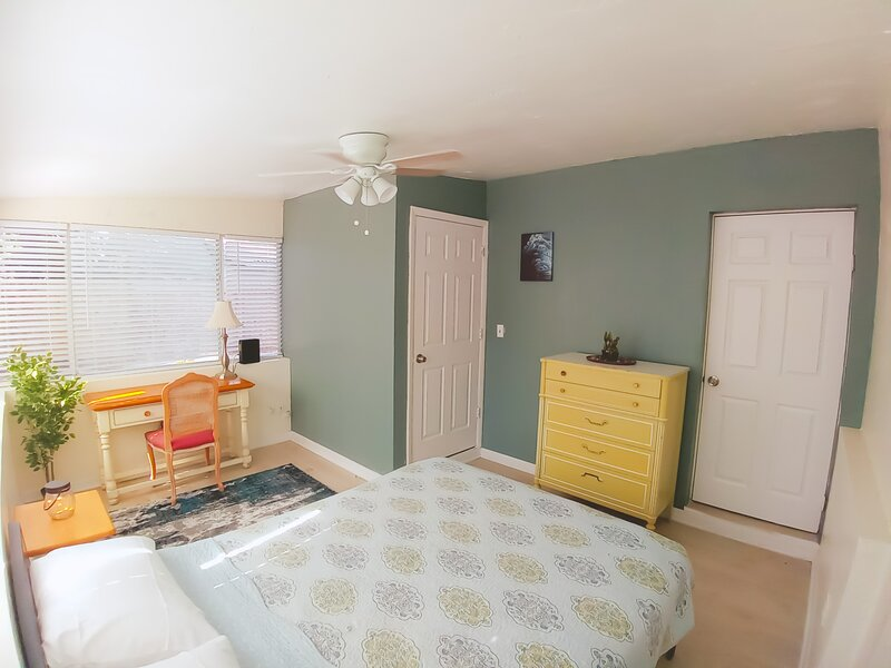 Cozy Comfortable House Pet Friendly Near Beach, holiday rental in South Pasadena