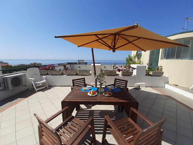 ILA3912 La Terrazza tra il Mare e gli Ulivi*** by Holiday World, alquiler vacacional en Cavi