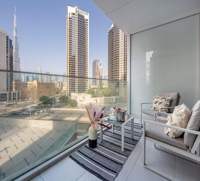 Modern & Adorable Studio w/ Spectacular Burj Khalifa Views!, casa vacanza a Hatta