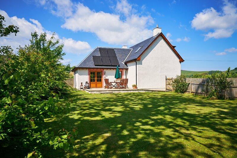 Hazel Lodge, lovely family house with shared games barn, aluguéis de temporada em Spittal of Glenshee