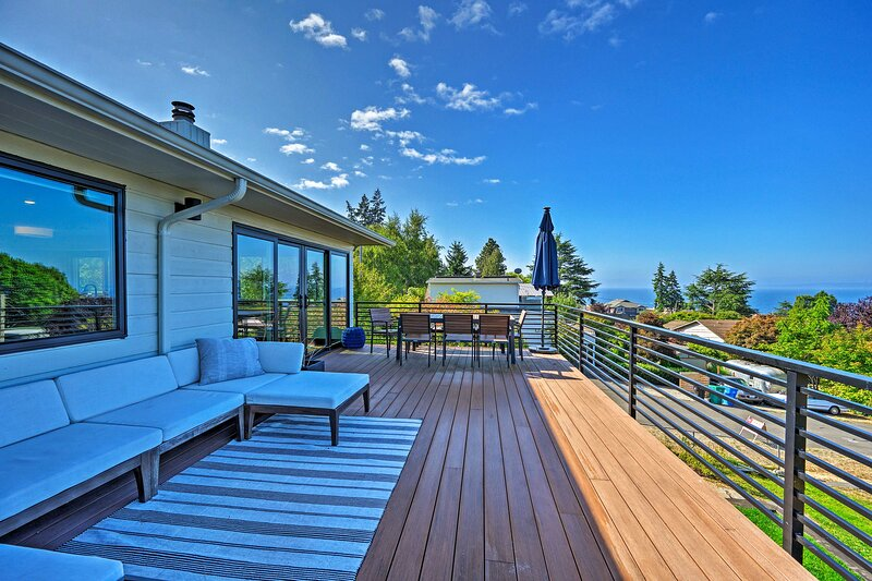 NEW! Richmond Beach Home w/ View ~1 Mile to Water!, holiday rental in Shoreline