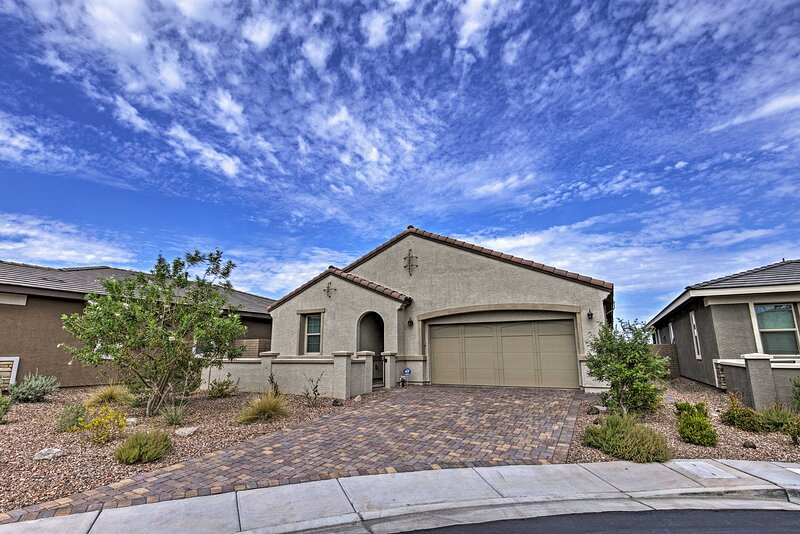 NEW! Henderson Home: 20 Miles to Las Vegas Strip!, vacation rental in Boulder City