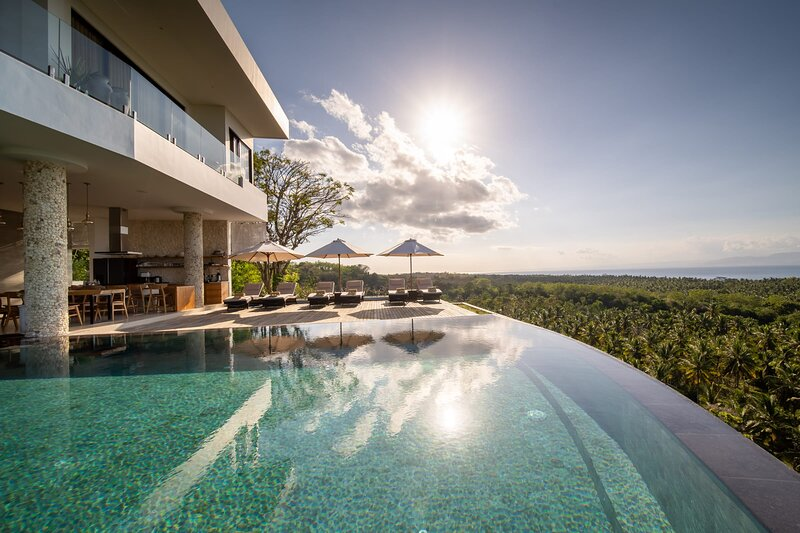 NEW! 5 Bedrooms with amazing Ocean and Mount Agung view in Nusa Penida, holiday rental in Nusa Penida