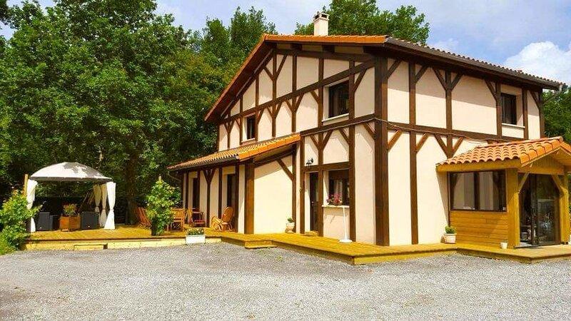 Spacious house with garden & Wifi, holiday rental in Mezos