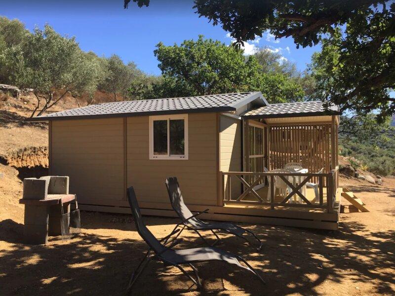 Nice bungalow with sea view & Wifi, casa vacanza a Sant'Antonino