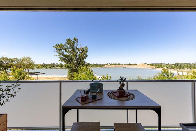 Studio cosy, balcon vue sur le Lac, proche d'Avignon, Spirou, Parking, Wifi, casa vacanza a Entraigues-sur-la-Sorgue