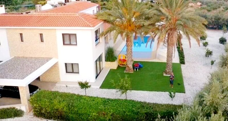Luxury 6 bedroom villa with privet pool in Paphos, aluguéis de temporada em Nata