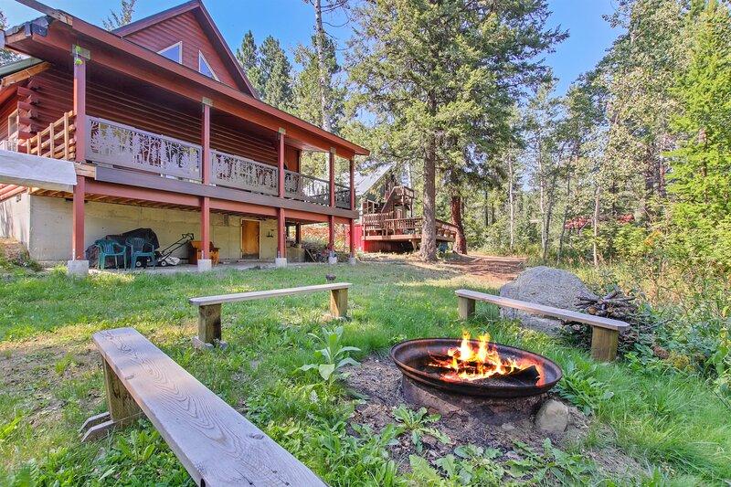 Mccall's Cozy Cottage Loft Cabin Retreat Walk to Lake, aluguéis de temporada em Tamarack