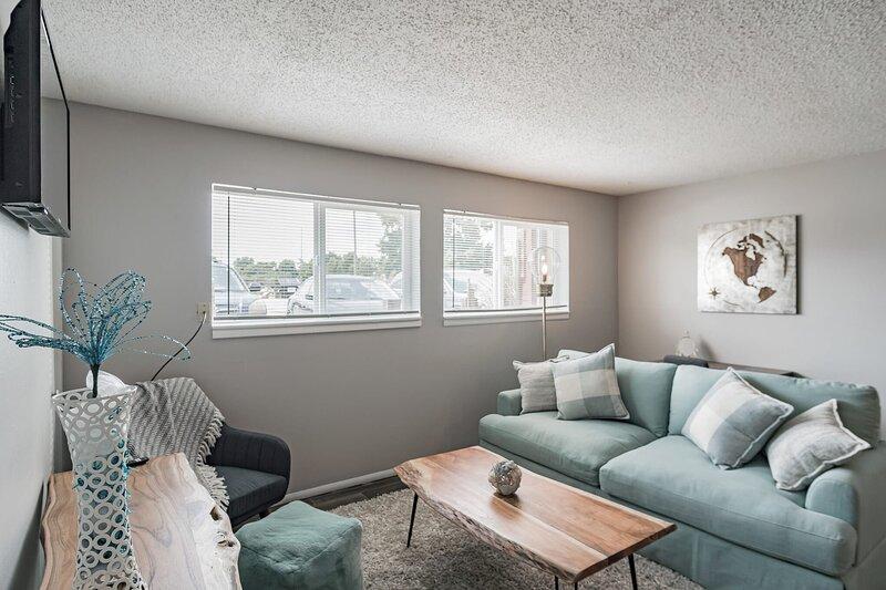 Comfortable Suite in Southwest Wichita w 75 Walk score, holiday rental in Wichita