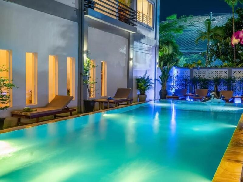 The hotel is designed in the historical style of Angkor, location de vacances à Sueydongkorn