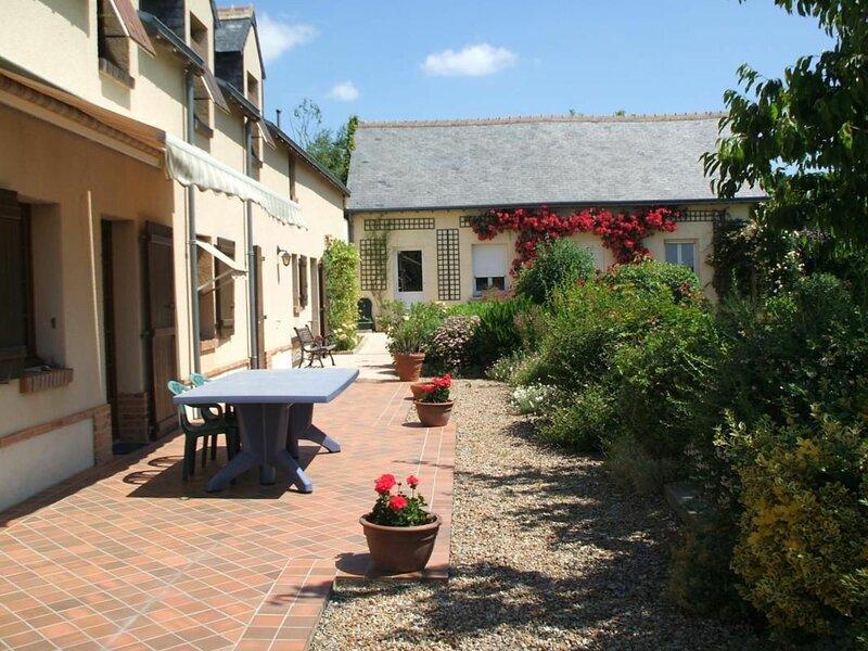 Location Gîte Thoiré-sur-Dinan, 7 pièces, 14 personnes, holiday rental in Couture-sur-Loir