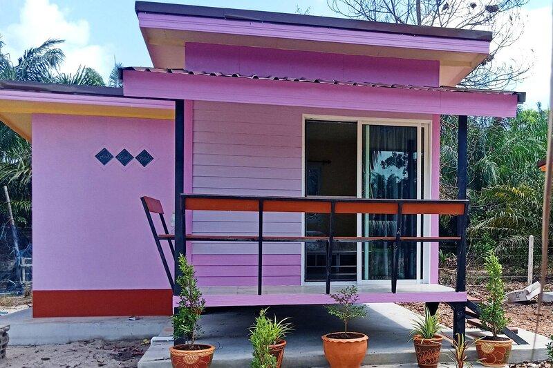 Win Gray Homestay - Purple, casa vacanza a Chumphon