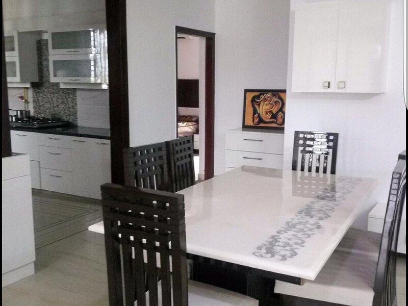 beautiful modern 3 Bhk for guest, aluguéis de temporada em Faridabad