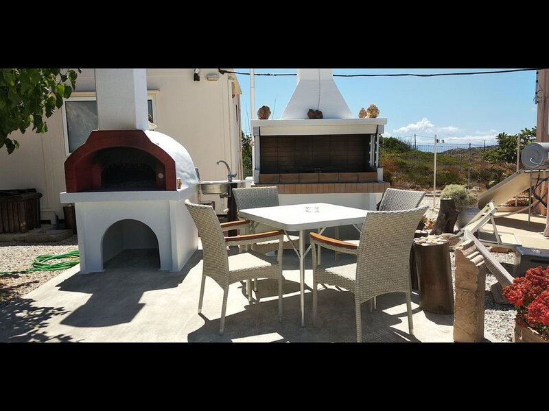 House vacation in a very quiet place full of green to enjoy your vacation, holiday rental in Tersanas