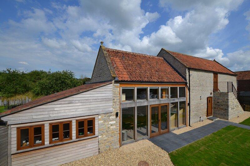The Cider Barn - sleeps 12, holiday rental in Glastonbury