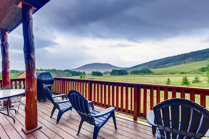 NEW! Round Hill Retreat: Breathtaking Mtn Views!, holiday rental in Hartsel