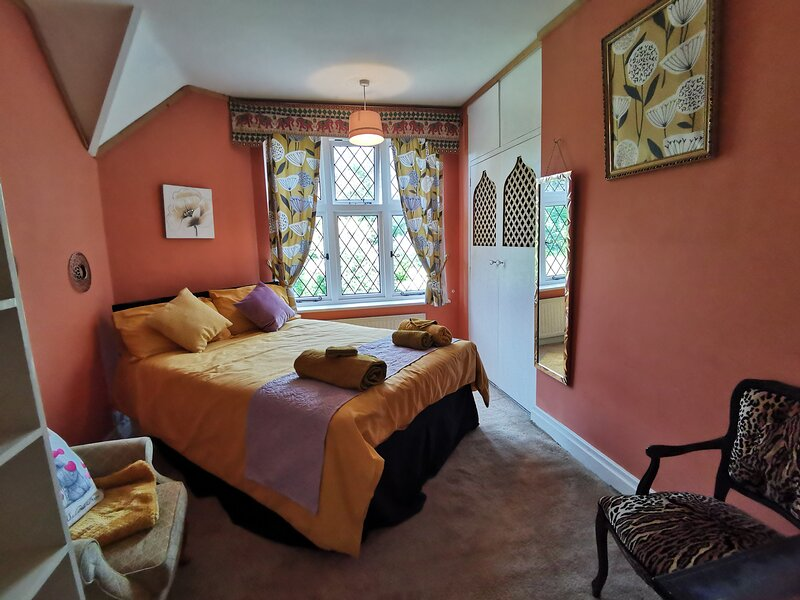 Double room with garden view, holiday rental in Surbiton