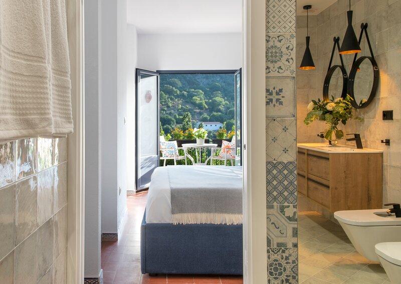 Beautiful 4-Bed House - Benamahoma - 2 fireplaces, location de vacances à Grazalema
