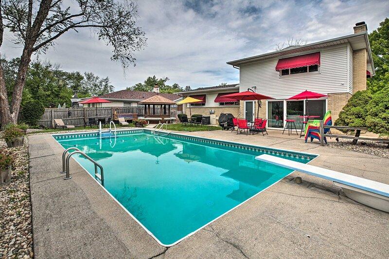 NEW! Spacious Family Glenwood Estates Home w/ Pool, holiday rental in Lansing