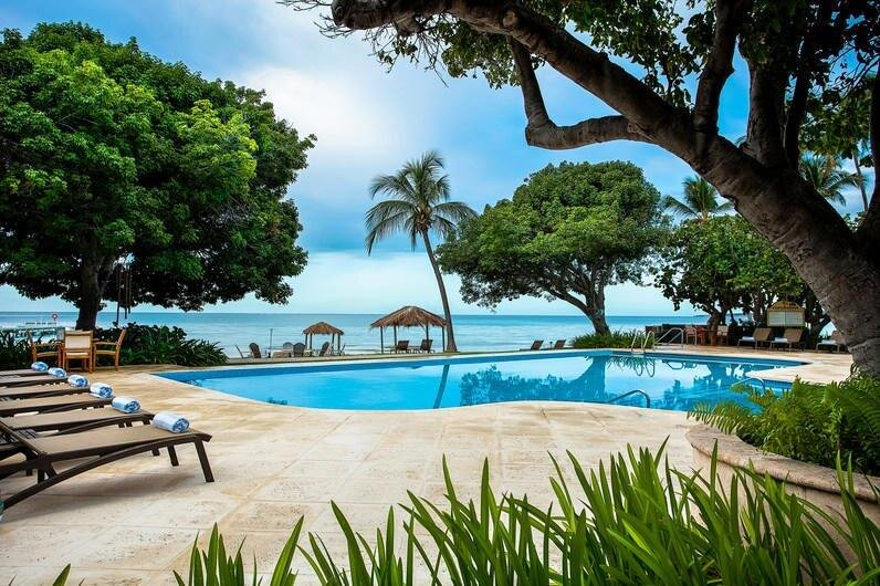 Relax in Paradise! 1 BR Unit, Beachfront, 2 Tropical Pools, White Sand Beach!, holiday rental in Penuelas