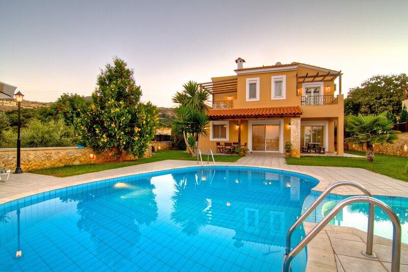Elessa - Gerani Villas With private pooi, aluguéis de temporada em Kato Valsamonero