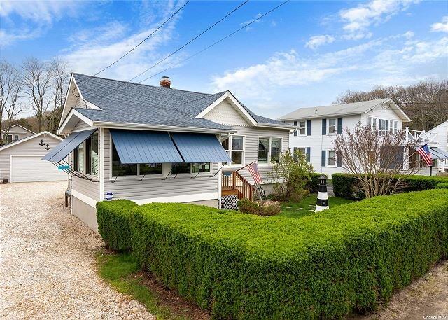 Lovely Beachfront Cottage Steps to the Sound! Parks, Restaurants, Vineyards, vacation rental in New Suffolk