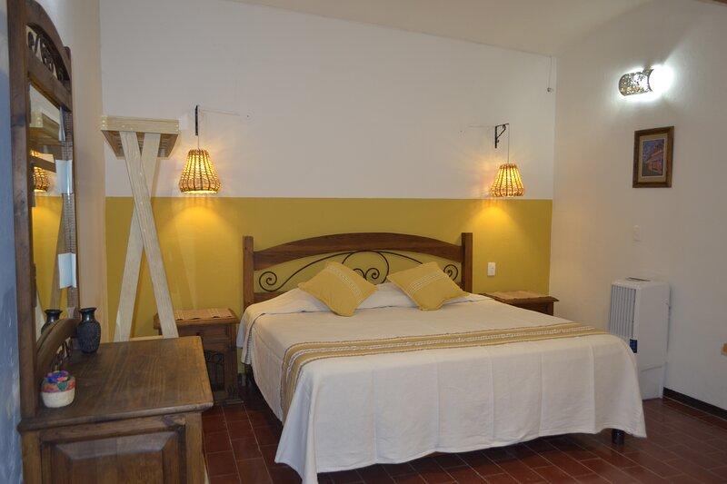 Comfortable Estancia en Oaxaca, holiday rental in Santa Maria del Tule