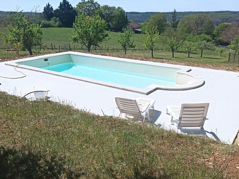 Cozy apartment in Thédirac with a shared swimming pool, location de vacances à Catus