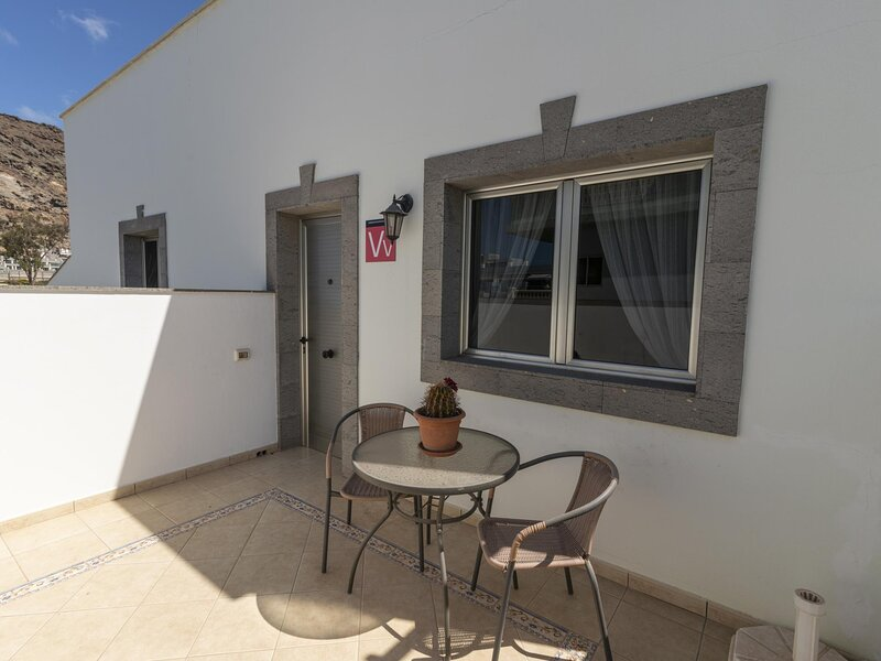 Puerto de Mogan apartment with swimming pool, holiday rental in Taurito