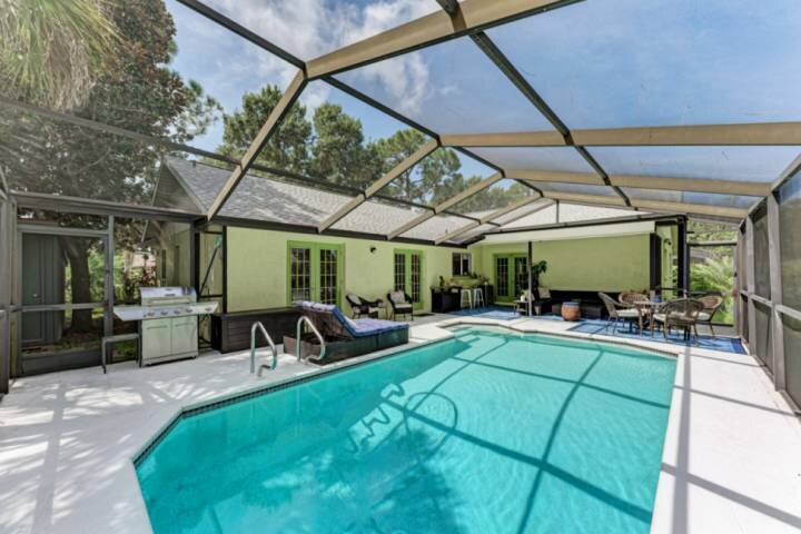 NEW TO MARKET- Private Pool, WIFI, Grill, and Centrally Located to Sarasota or B, location de vacances à Oneco