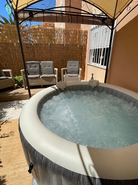 ** NEW for SUMMER 2021 - YOUR very own PRIVATE HOT TUB / Jacuzzi **, holiday rental in Tenerife