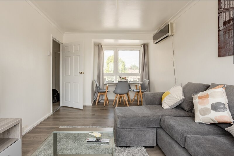 Beautiful 2-Bed Apartment in Barking, holiday rental in Barking