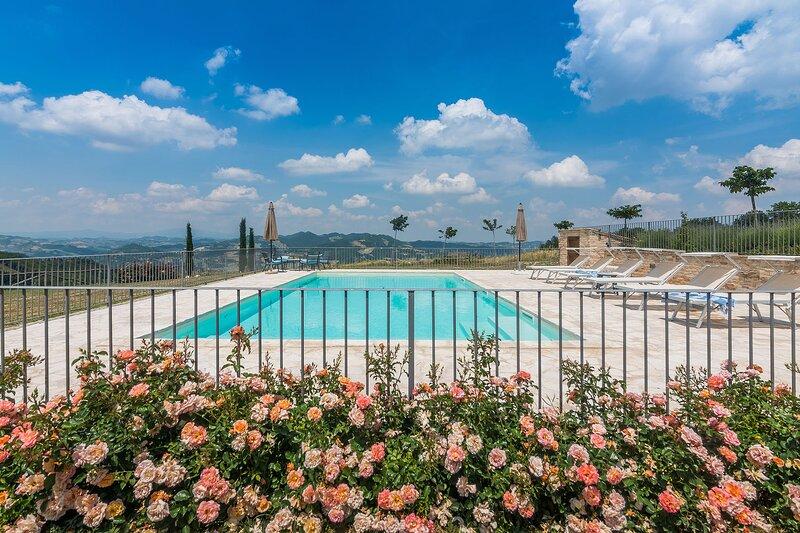 CASA EMANUELA - Private Villa with Pool, wi-fi, air conditioning, pet-friendly, holiday rental in Villa Furlo di Pagino