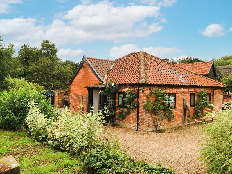 LOWBROOK COTTAGE, ground floor, pet friendly, near Diss, ref 985810, vacation rental in Gissing