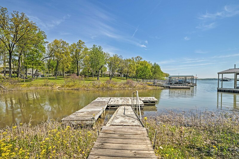 NEW! Updated Gilbertsville Retreat: Steps to Lake!, vacation rental in Aurora