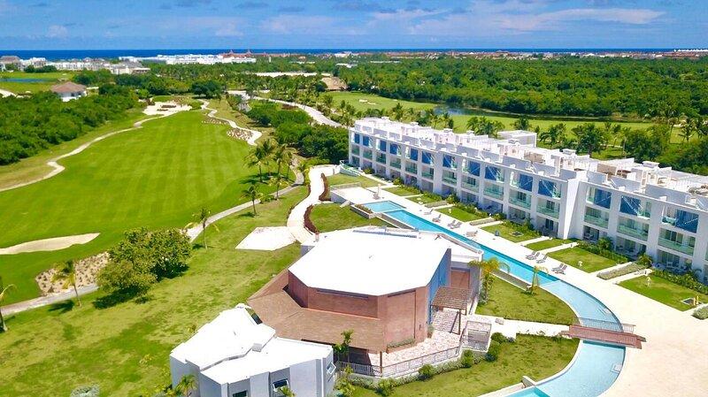 Cana Rock Condos Garden & Infinity Pool Suite, vacation rental in Uvero Alto
