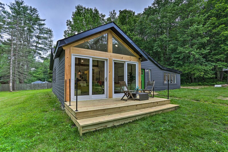 NEW! Modern Monticello Home w/ Hot Tub on 17 Acres, holiday rental in Ferndale