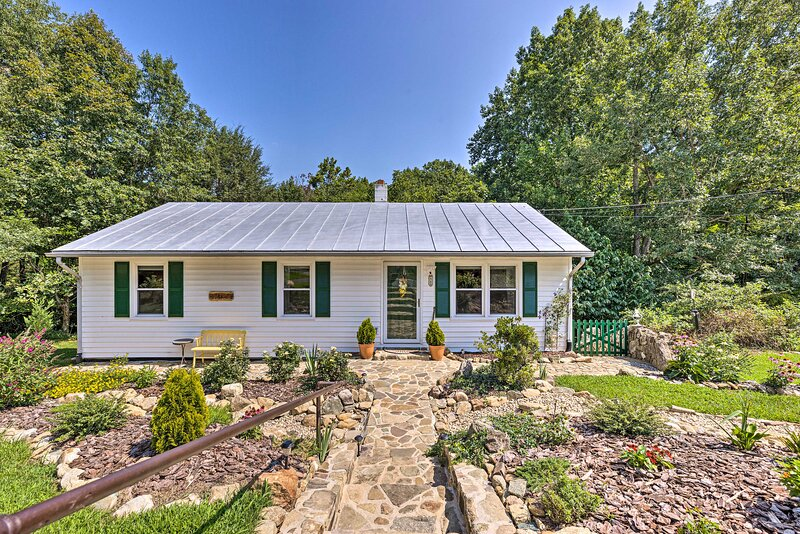 NEW! Cottage < 10 Mi to Wineries, Skiing & Hiking, holiday rental in Lovingston