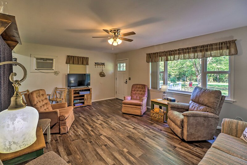 NEW! The 'Flippins Fairview House' 5 Mi to Marina, holiday rental in Bull Shoals