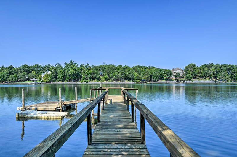 NEW! Waterfont Lake Wylie Home w/ Yard + Fire Pit!, holiday rental in Clover