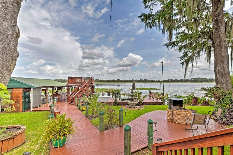 NEW! Ultimate Fisher's Retreat on Lake Rousseau!, holiday rental in Yankeetown
