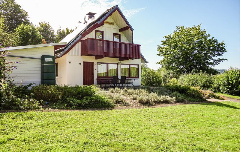 Awesome home in Kirchheim with 3 Bedrooms (DHE170), holiday rental in Schlitz
